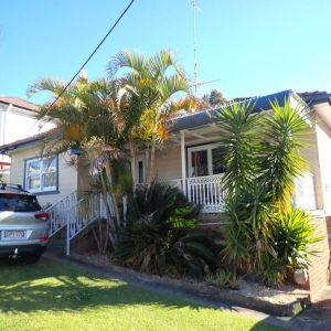 P7054173 300x300 - Building & Pest Report - 6 Seddon St Figtree
